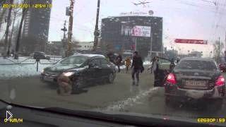 Смотреть онлайн Женщина-водитель сбила пешехода в Перми