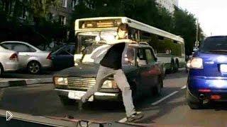 Смотреть онлайн Подборка: Пешеходы в наушниках на дороге