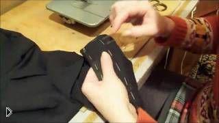 Смотреть онлайн Как правильно подшить мужские брюки на машинке