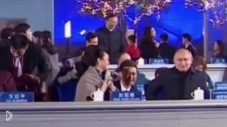 Путин ухаживает за женой китайского лидера в 2014 - Видео онлайн