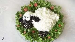 Смотреть онлайн Украшение салата на Новый Год в виде овечки
