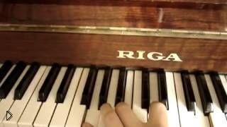 Смотреть онлайн Как играть Мурку на пианино или синтезаторе