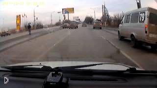 Страшная месть на дороге привела к столкновению - Видео онлайн