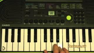 Смотреть онлайн Как сыграть песенку мамонтенка на пианино