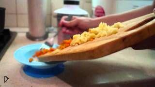 Смотреть онлайн Питание до года: когда вводить твердую пищу