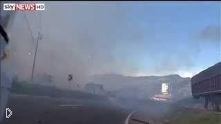 Смотреть онлайн Взрыв фабрики фейерверков в Колумбии