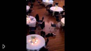 Смотреть онлайн Сумасшедший танец на полу маленького проказника