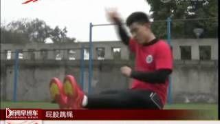 Смотреть онлайн Китайский мастер по прыжкам со скакалкой сидя