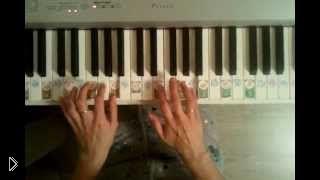 Смотреть онлайн Упражнение Ганона для рук на фортепиано