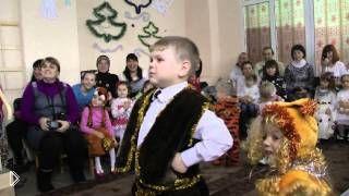 Смотреть онлайн Хитрый мальчик узнал в Деде Морозе Валеру