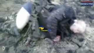 Смотреть онлайн Тела украинских военных после боя, допрос пленного