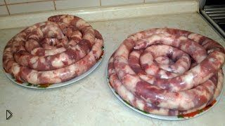 Смотреть онлайн Приготовление домашней колбасы запеченной в духовке