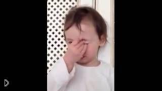 Смотреть онлайн Ребенок слушает приказ от мамы