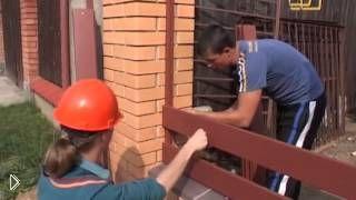 Смотреть онлайн Строительство забора и проводка электрики в деревянном доме