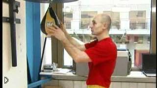 Смотреть онлайн Тренировка силы и скорости нокаутирующего удара в боксе