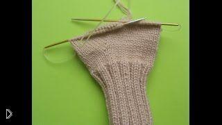 Смотреть онлайн Вяжем круговыми спицами носки или варежки