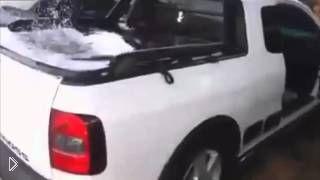 Смотреть онлайн Сумасшедшие басы в автомобиле