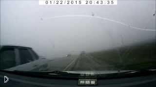 Смотреть онлайн Водитель пошел на обгон при плохих погодных условиях