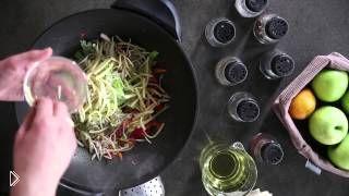 Смотреть онлайн Рецепт спринг ролла с жаренными овощами