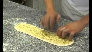 Смотреть онлайн Готовим итальянскую булочку панини