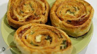 Смотреть онлайн Очень простые слоеные пирожки с ветчиной и сыром