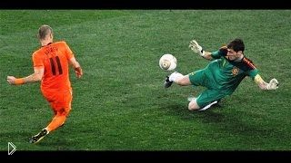 Смотреть онлайн ТОП 10: Вратари спасают ворота от сложных ударов