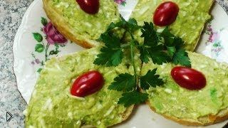 Смотреть онлайн Салат из авокадо с тертым яйцом
