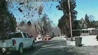 Дом взлетел на воздух из-за утечки газа - Видео онлайн