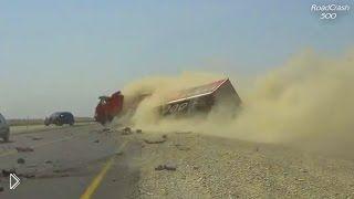 Подборка аварий: Грузовики переворачиваются на бок - Видео онлайн