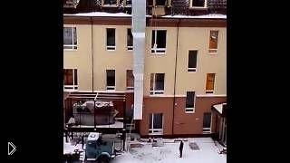 Смотреть онлайн Как легко поднять цемент на четвертый этаж
