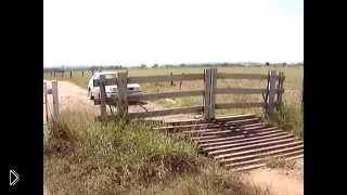 Смотреть онлайн Необычные самооткрывающиеся деревяные ворота