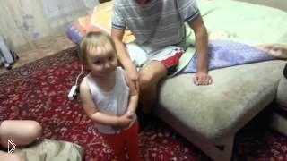 Смотреть онлайн Маленькая дочка сваливает всю вину на маму