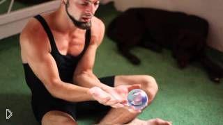 Смотреть онлайн Обучение технике контактного жонглирования шаром