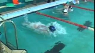 Смотреть онлайн Урок по плаванью для начинающих: обучение детей