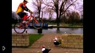 Смотреть онлайн Обучение трюкам на горном велосипеде для новичков