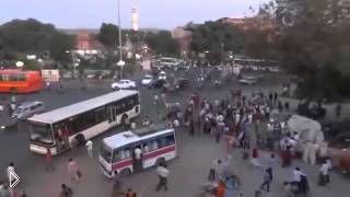 Смотреть онлайн Как выглядит дорожное движение в Индии