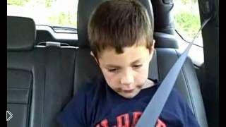 Смотреть онлайн Мальчик отходит от наркоза после стоматолога
