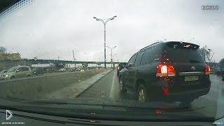 Смотреть онлайн Подборка аварий: Водители хотели проучить обидчиков