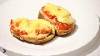 Смотреть онлайн Рецепт простых и вкусных горячих бутербродов