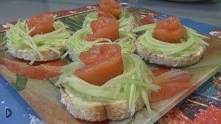 Смотреть онлайн Рецепт как приготовить бутерброд с семгой и огурцом