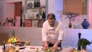 Смотреть онлайн Как готовить горячий бутерброд с колбасой на сковородке