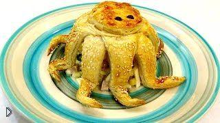 Смотреть онлайн Рецепт салата «На морском дне» с выпечкой осьминогов