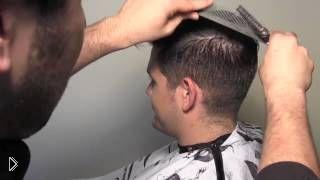 Смотреть онлайн Урок как сделать модельную мужскую стрижку ножницами