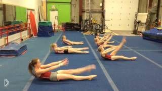 Смотреть онлайн Энергичная тренировка под музыку для гимнасток