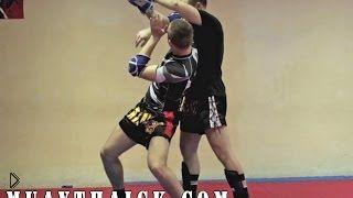 Смотреть онлайн Техника сильного удара с разворота в тайском боксе