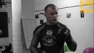 Смотреть онлайн Как делать удары коленями советы Александра Шлеменко
