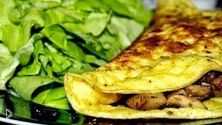Смотреть онлайн Готовим завтрак: омлет с грибами