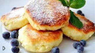 Смотреть онлайн Как приготовить сырники на завтрак и на десерт