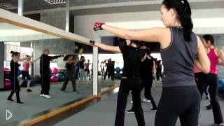 Смотреть онлайн Урок фитнеса тай-бо для похудения для начинающих