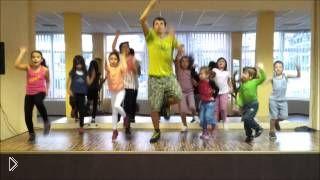 Смотреть онлайн Урок фитнес танца для детей